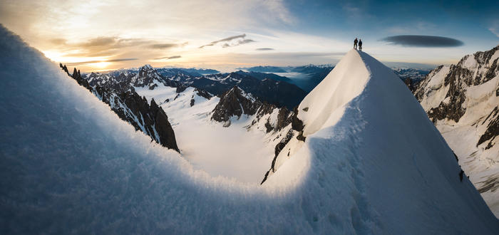 Атлеты: Christophe Dumarest & Denis Pachoud. Локация: Kuffner Ridge, Mont-Blanc Massif, France